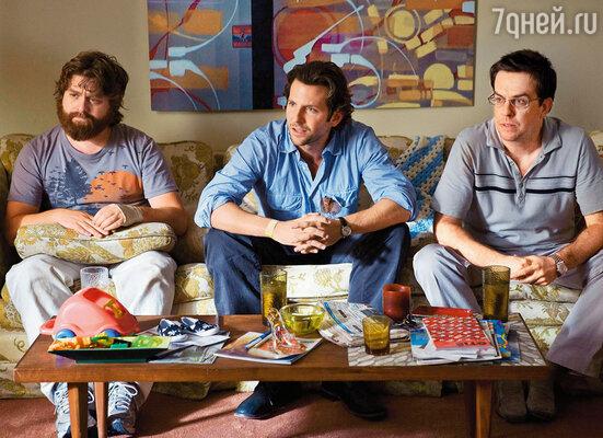 Брэдли проснулся знаменитым в 2009 году, когда на экраны вышла веселая комедия, только в Америке собравшая в прокате более 300 миллионов долларов. Зак Галифианакис, Брэдли Купер и Эд Хелмс в кадре из фильма «Мальчишник в Вегасе», 2009 год
