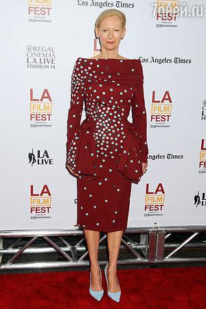 Тильда Суинтон в платье от Schiaparelli Couture