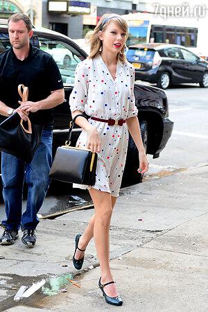 Тейлор Свифт в платье от Tommy Hilfiger