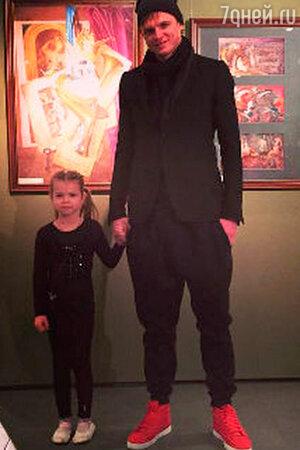 Дмитрий Тарасов с дочкой