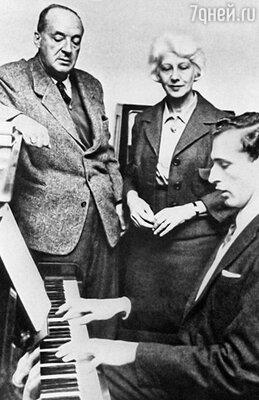 Писатель Набоков В.В., его жена Набокова В.Е., их сын Набоков Д.В. 1960-е годы