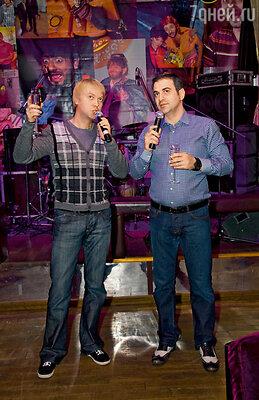 Сергей Светлаков с Гариком Мартиросяном на 30-летии Михаила Галустяна. 2009 год
