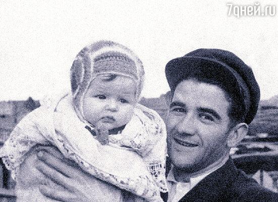 С отцом Александром Александровичем. 1952 г.