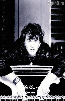 «После песни «Букет» ко мне прилепилось клише «попсового» музыканта. Я же всю жизнь играл совсем другую музыку — рок».