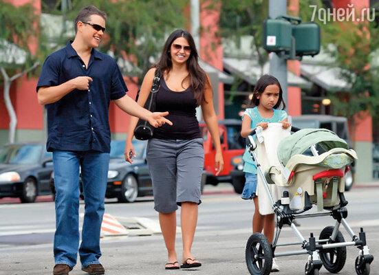 Мэтт Дэймон с женой и детьми