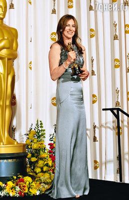 Режиссер  Кэтрин Бигелоу - ее фильм «Повелитель Бури» стал в этом году рекордсменом, собрав шесть «Оскаров»!