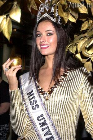 Оксана Федорова «Мисс Вселенная 2002»