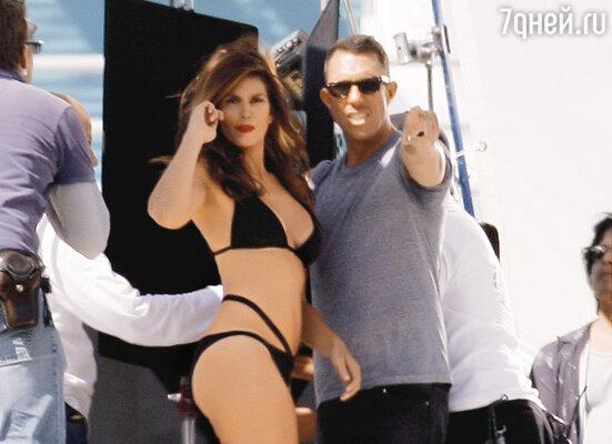 Синди Кроуфорд во время рекламных съемок