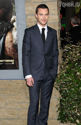 В британского актера Николаса Холта Джен влюбилась на съемках «Людей Икс»
