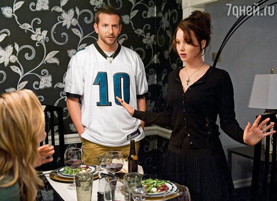 На роль главной героини в картине «Мой парень — псих» метили и Лайвли Блейк, и Кирстен Данст, а досталась она Джен! (На фото с Брэдли Купером)