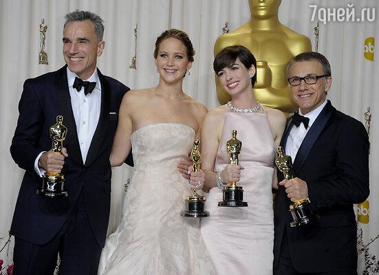За роль в фильме «Мой парень — псих» Дженнифер получила главную награду американской киноакадемии — «Оскар». С Дэниэлом Дей-Льюисом, Энн Хэтэуэй и Кристофом Вальцем