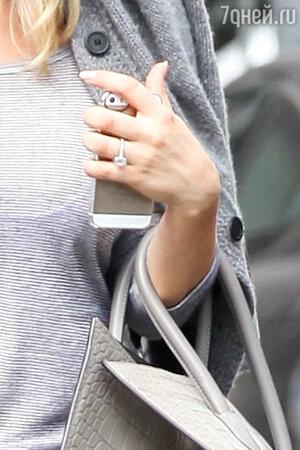 Обручальное кольцо Кейли Куоко, 2013 год