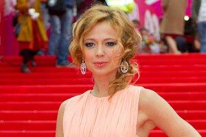 ВИДЕО: Елена Захарова похвасталась идеальной фигурой