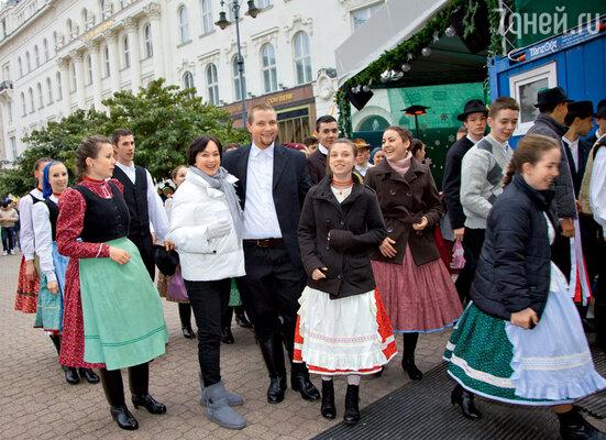 Артисты фольклорного ансамбля почувствовали в Ларисе Гузеевой «свою»