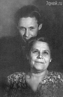 «Когда мать упрекала Олега влюбвеобильности, он ей говорил: «А зачем голую женщину повесили над моей тахтой?»