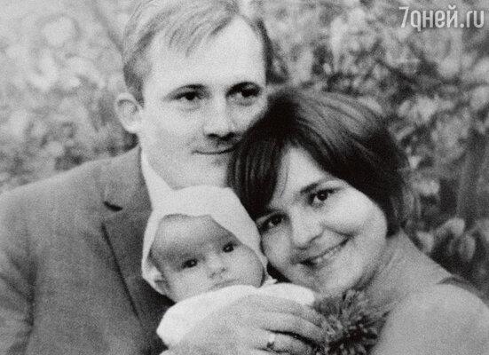 С дочкой Сашенькой. 1967 г.
