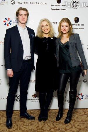 Мария Шукшина с сыном Макаром и дочерью Анной