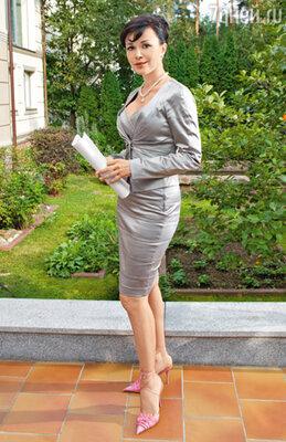 Чтобы ее героиня выглядела элегантно, Анастасия на свои деньги купила «для нее» в Нью-Йорке целый гардероб