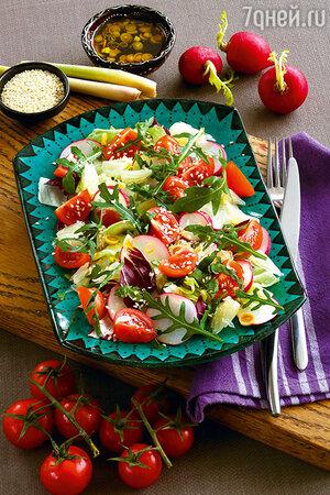 Зеленый салат с редиской и помидорами черри