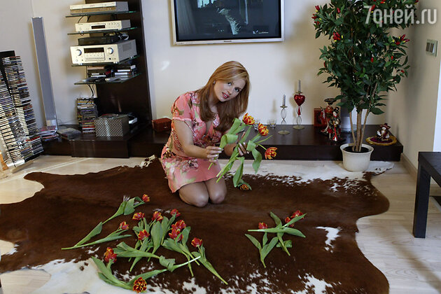 Анна Семенович в своей квартире