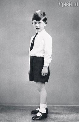 Чарльзу с детства недоставало родительской любви. Даже в свой день рождения он чувствовал себя одиноким. 1956 г.