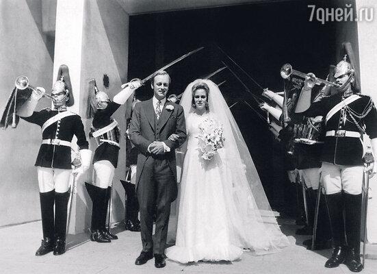 Не дождавшись предложения Чарльза, Камилла вышла замуж за Эндрю Паркер-Боулза. 1973 г.