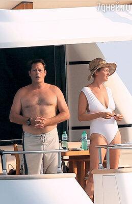 Ума Турман с Арпадом Бюссоном на его яхте. 2013 г.