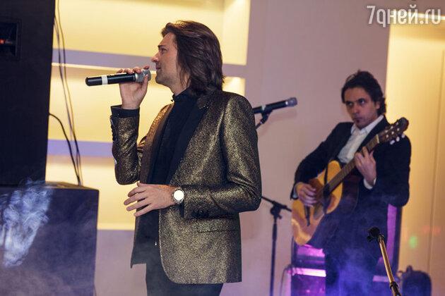 Музыкант и его коллектив исполнили и уже ставшие хитами композиции и песни из нового альбома «25+»