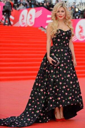Белла Потемкина в платье из своей коллекции