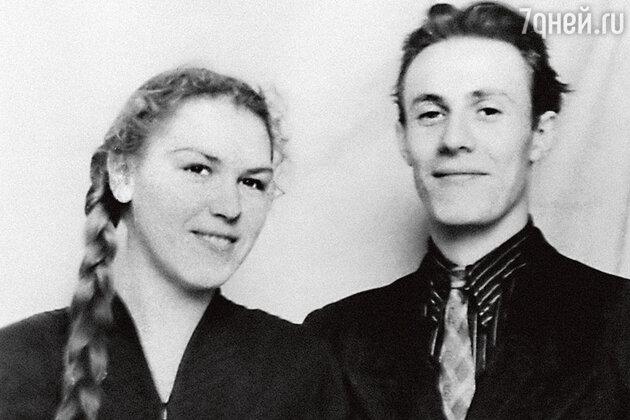 Юрий Соломин c супругой Ольгой Соломиной. 1950-е гг.