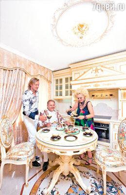 Надежда с мужем Александром Костюком и сыном Григорием