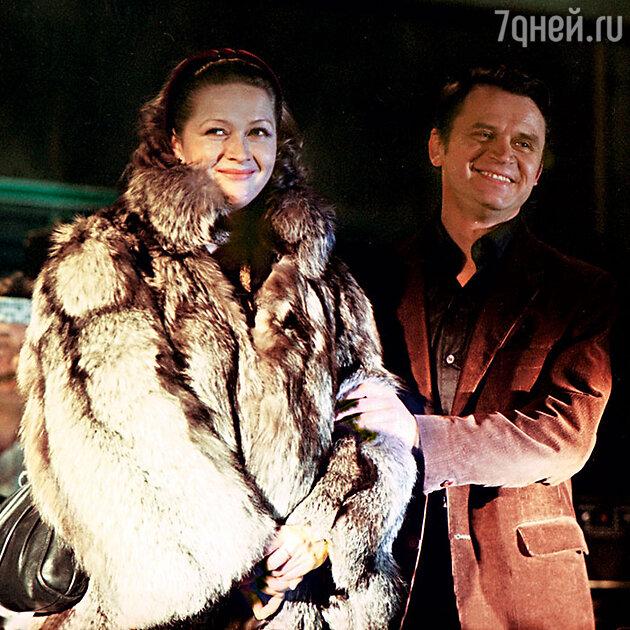 Наталья Гундарева и Сергей Никоненко в фильме «Зимний вечер в гаграх». 1985 г.