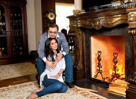 С мужем Сергеем в своем подмосковном доме