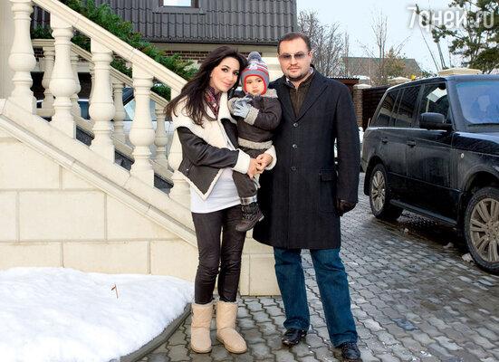 С мужем и сыном Даниилом