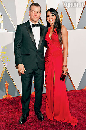 Мэтт Дэймон с женой Лусианой нацеремонии вручения премии«Оскар». 2016 г.