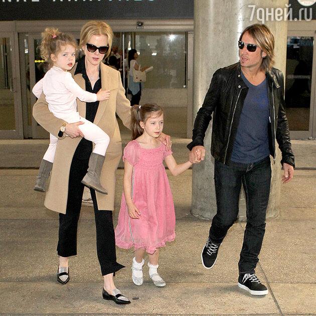 Николь Кидман с мужем Китом Урбаном и дочками