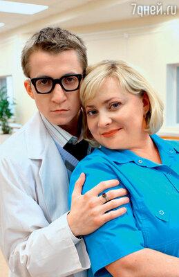 В романе медсестры Любы смолодым доктором Левиным (Дмитрий Шаракоис) из сериала «Интерны» находят сходство ссобытиями реальнойжизни Пермяковой, носамой актрисе этипараллели ненравятся: «Тамкомедия, аунас жизнь...»
