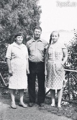 С родителями Валентиной Иосифовной иЮрием Васильевичем в доме отдыха. 1986 г.