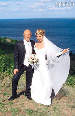 «Рассматривая наши свадебные фото, многие думают, что мы поженились на Мальдивах! На самом деле это Волга в Балаково»