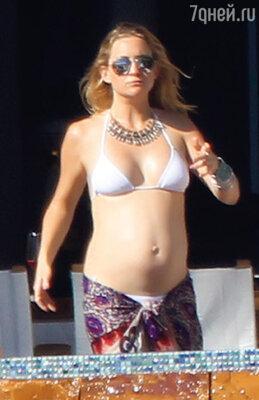 Беременная вторым ребенком актриса на отдыхе в Мексике. Март 2011 г.