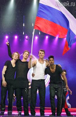 Алексей Воробьев (в центре)
