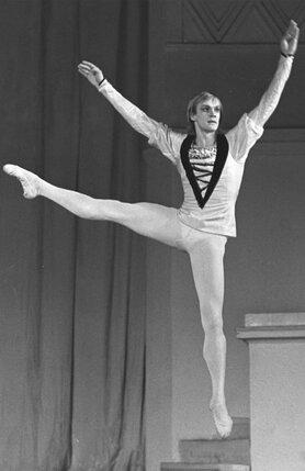 В кулуарах Большого только и было разговоров, что появился замечательный танцовщик: «Невероятно талантливый! Феноменальный!»