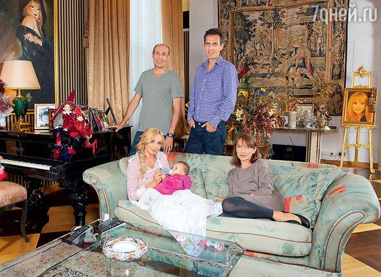 Навестить внучку из Америки приезжали родители Михаила— отецМихаил Львович и мама Валентина Ивановна