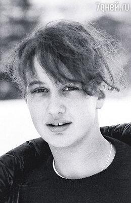 В 1985 году я была смешным подростком в носках и кедах, рассекающим по парижским мостовым на своем мопеде марки «Ciao». На фото: Констанс Мейер