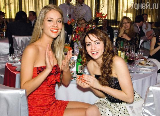 Подружки невесты: солистка группы «Инь-Ян» Юлия Паршута и актриса Анжелика Каширина