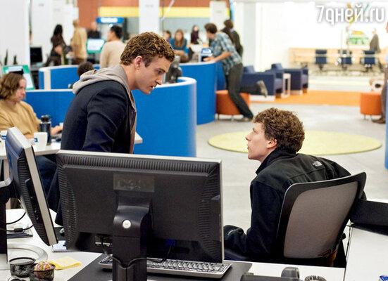 С Джесси Айзенбергом в фильме «Социальная сеть» (картине уже предрекают номинацию на «Оскар»)