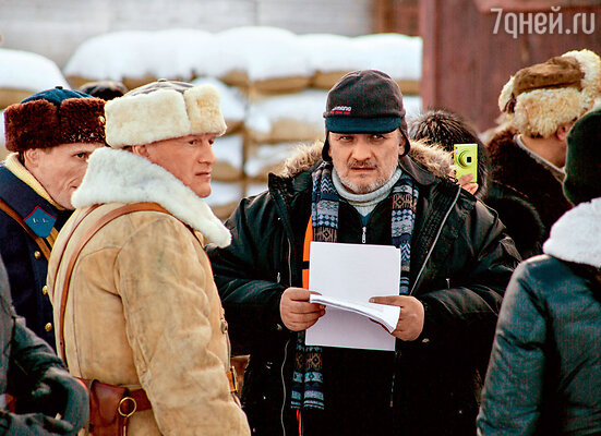 Алексей Серебряков играет офицера НКВД, который охотится за диверсантами (с режиссером Александром Велединским)