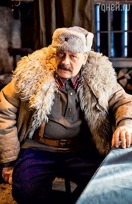 Начальника перевалочного пункта на Дороге жизни сыграл Дмитрий Назаров