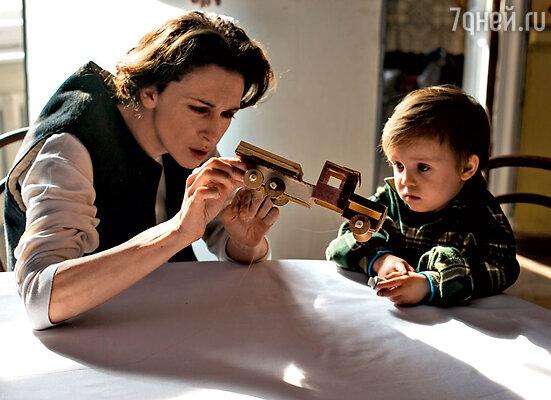 Героиня Ксении Раппопорт спасает и своих, и чужих детей