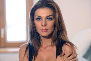 Анну Седокову накануне родов предал близкий человек